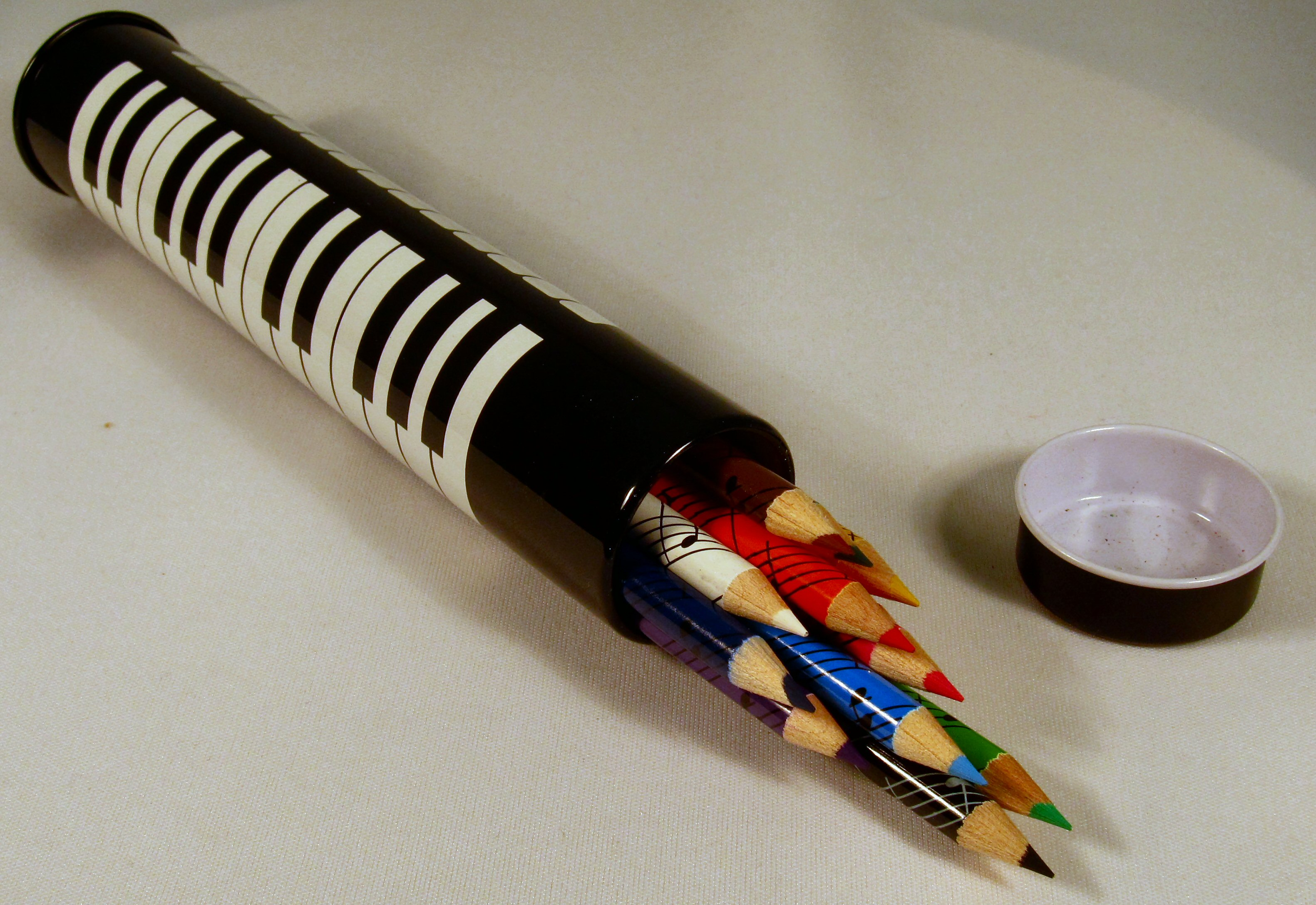 12 Colour Pencils In Keyboard Tin: Stationery